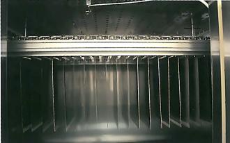 吊り下げ式乾燥機-炉内の吊り下げ状態